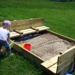 Песочница из дерева на даче