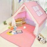 Домик с розовой крышей