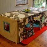Помещение для малыша под столом