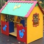 Разноцветный фанерный домик