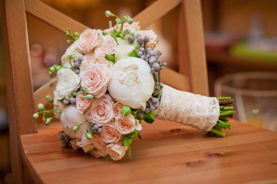 Оформление свадебного букета