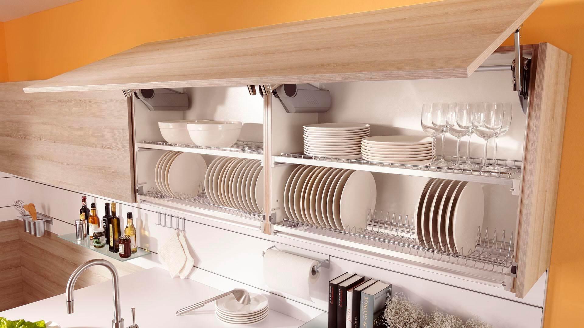 Посуда на полках