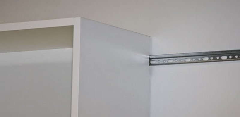 Монтаж планки и шкафчика