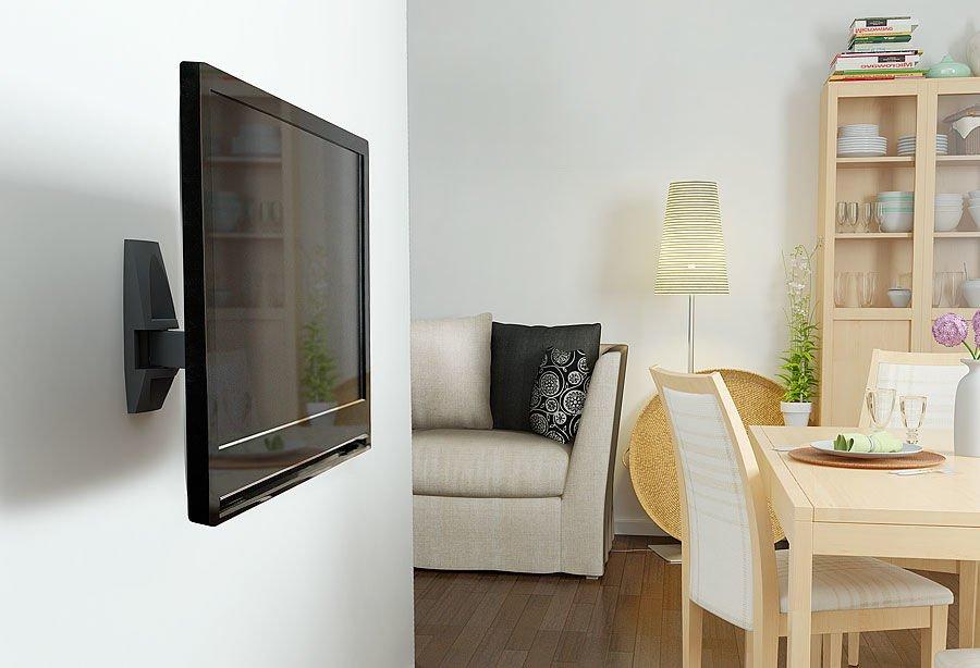 Телевизор напротив стола