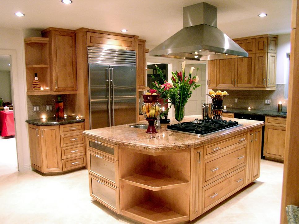 Островная кухня с варочной панелью