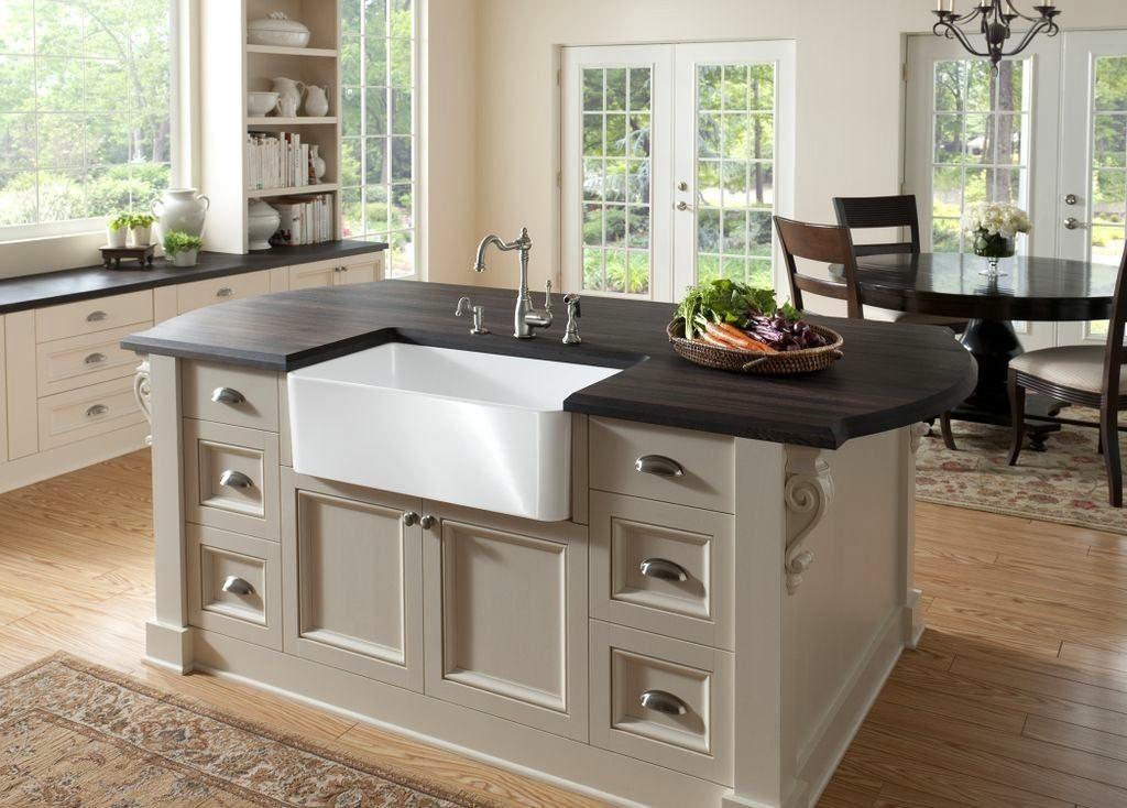 Кухонный остров с вмонтированной раковиной