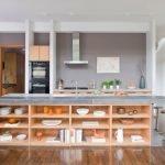 Полки для посуды в кухонном острове