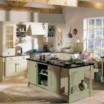 Островок на кухне в стиле прованс
