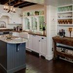 Кухонный островок в стиле кантри