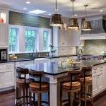 Кухонный остров в американском стиле