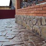 Камень во дворе