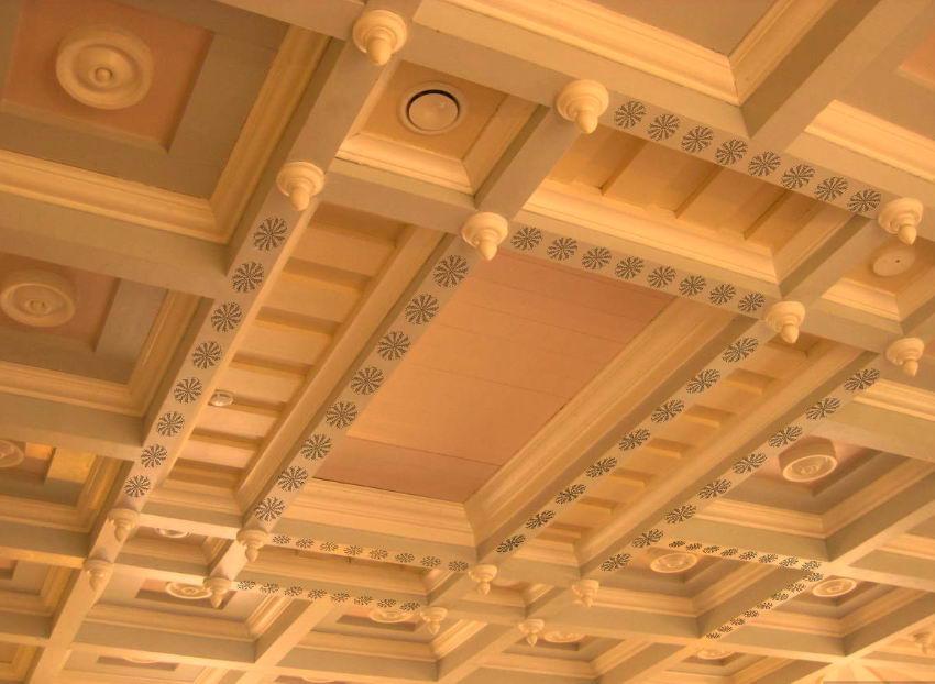 Рисунки из вагонки на потолке