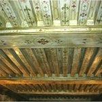 Декор потолка с балками