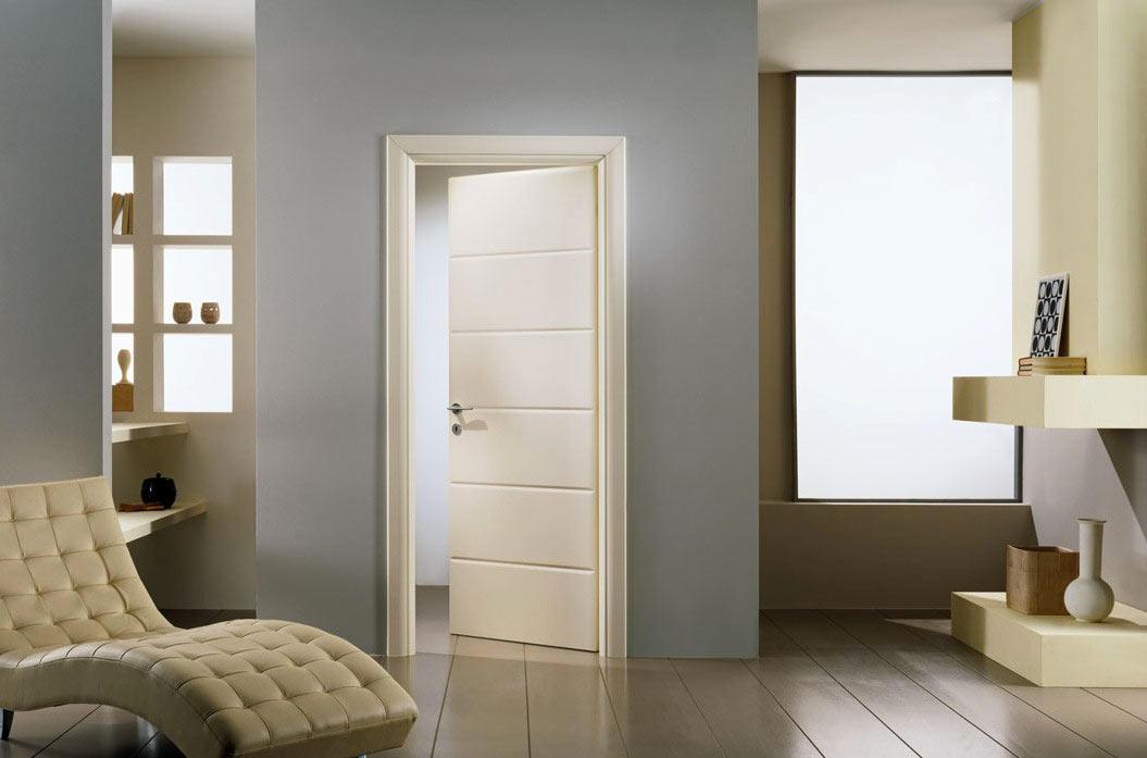 Узкая дверная коробка в интерьере