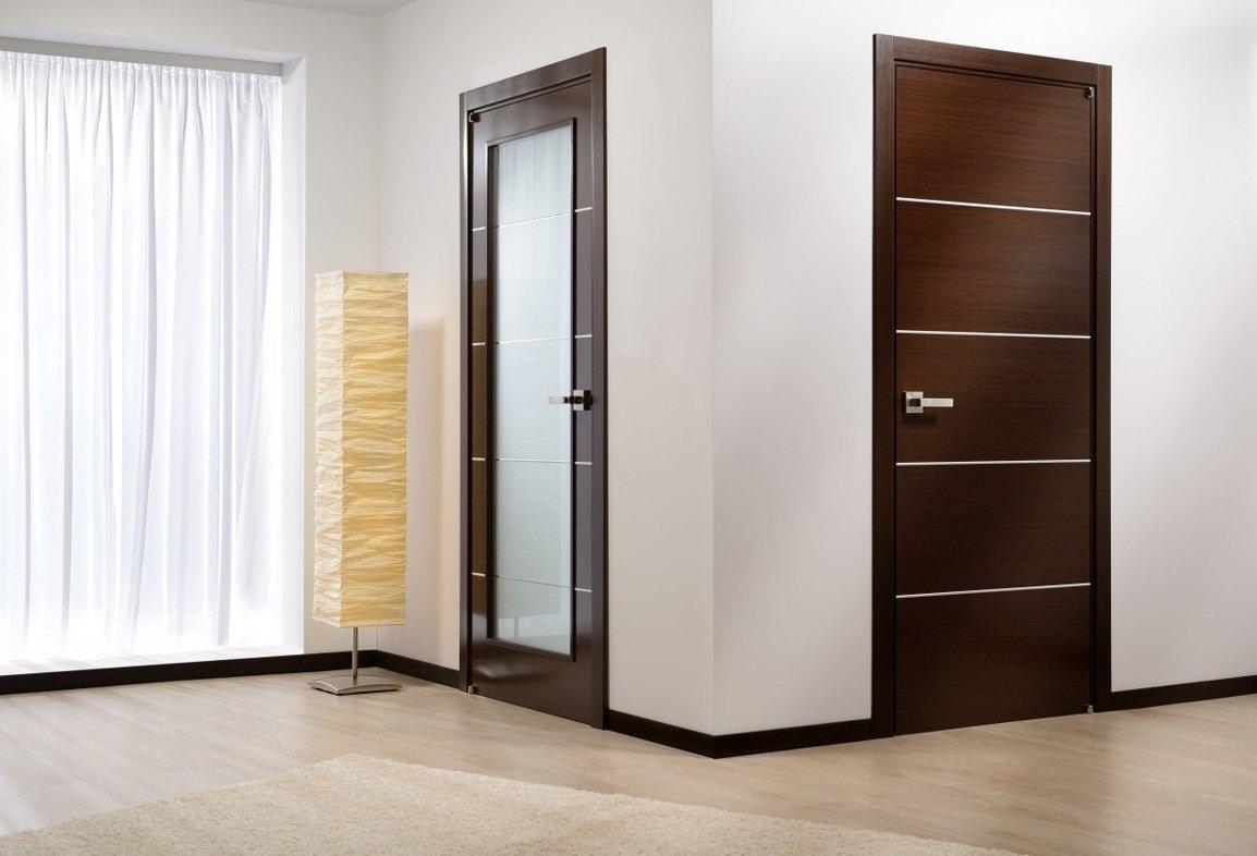 Двери в коридоре