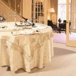 Праздничная скатерть для круглого стола