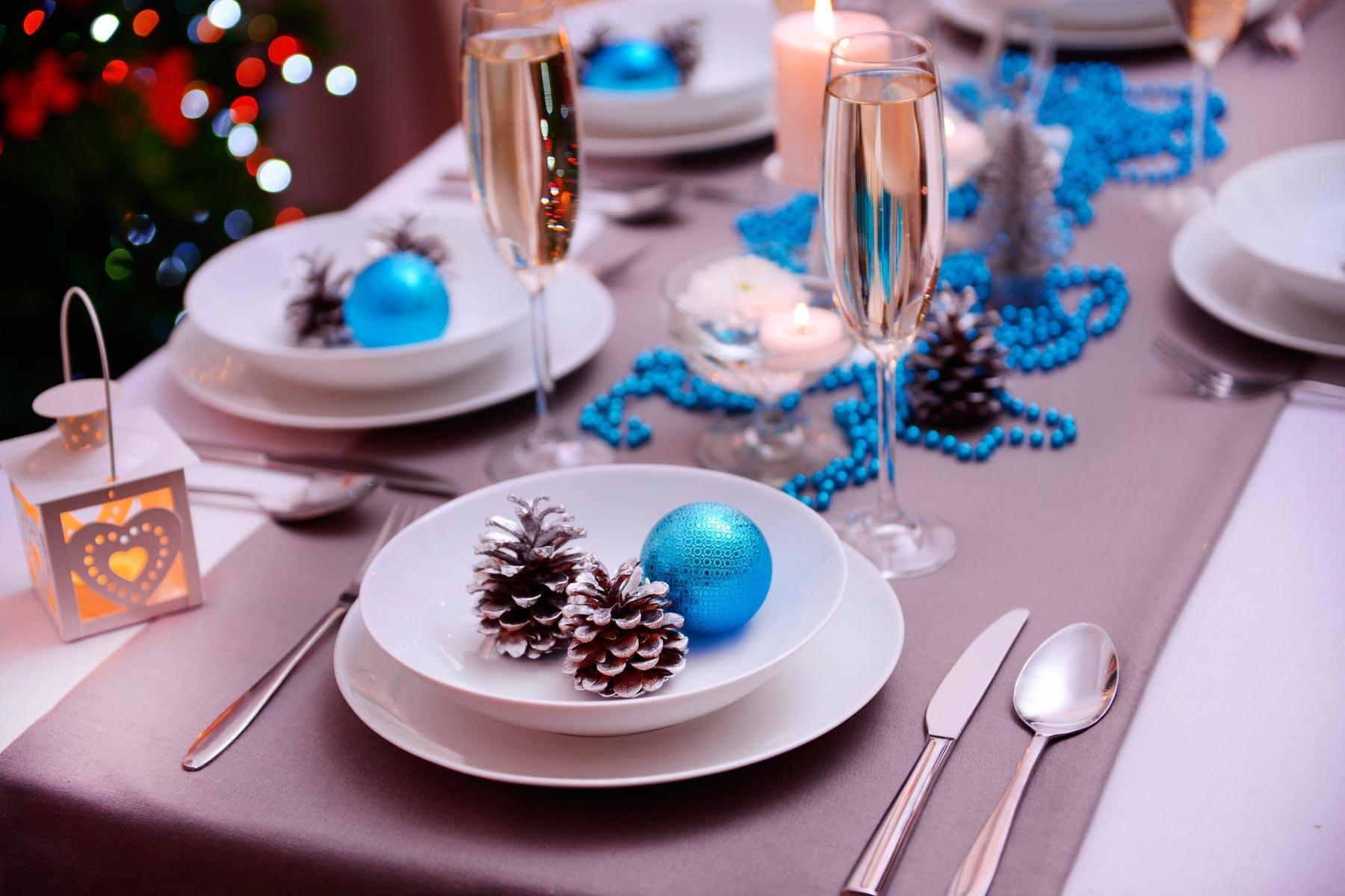 Тематическая сервировка стола к Новому году