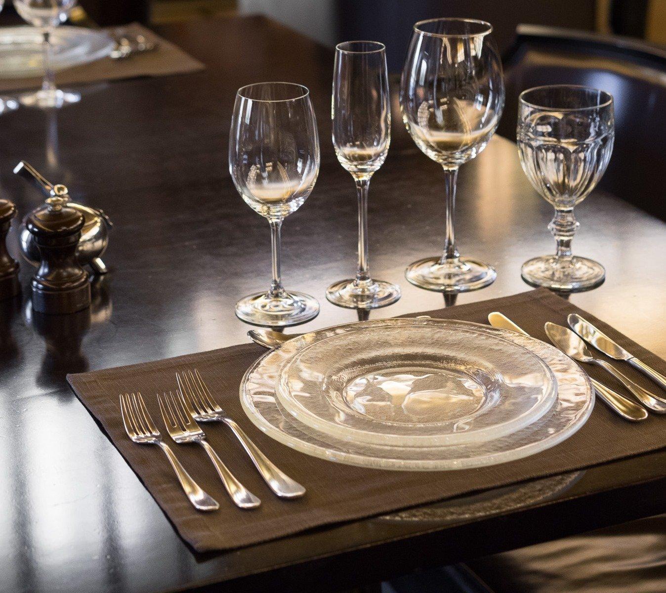 Столовые приборы для сервировки стола