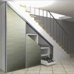 Лестница с железными перилами