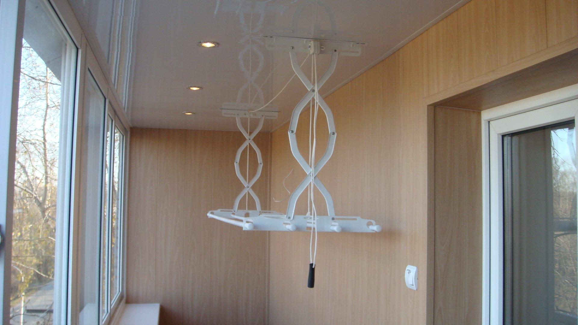 Современные сушилки для белья на балкон