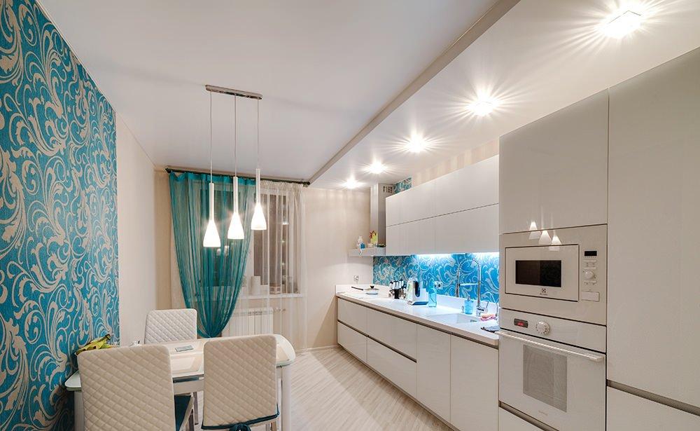 Светильники на натяжном потолке на кухне