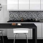 Черно-белая мозаика на кухню