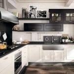 Черный верх и белый низ кухни