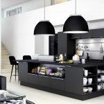 Черные светильники в интерьере кухни