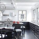 Интерьер черно-белой кухни фото
