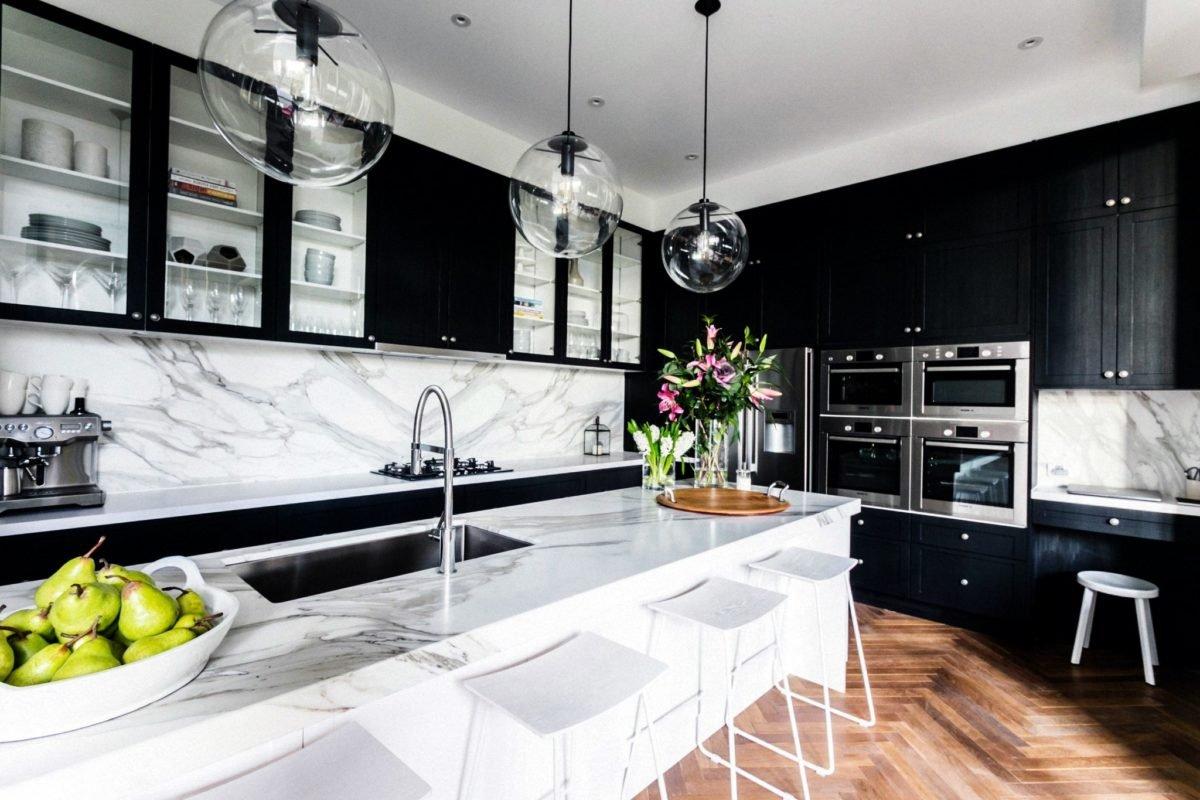 Кухонный черный гарнитур