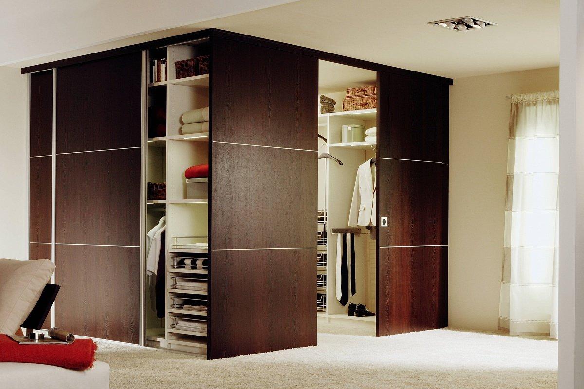 Дверь в гардеробную комнату