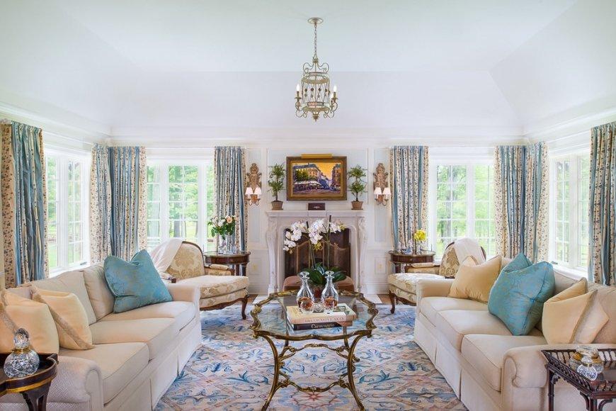 Светлая мебель в гостиной в стиле прованс