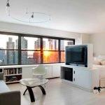 Дизайн однокомнатной квартиры с большим окном