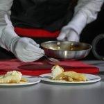 Подача блюда официантом