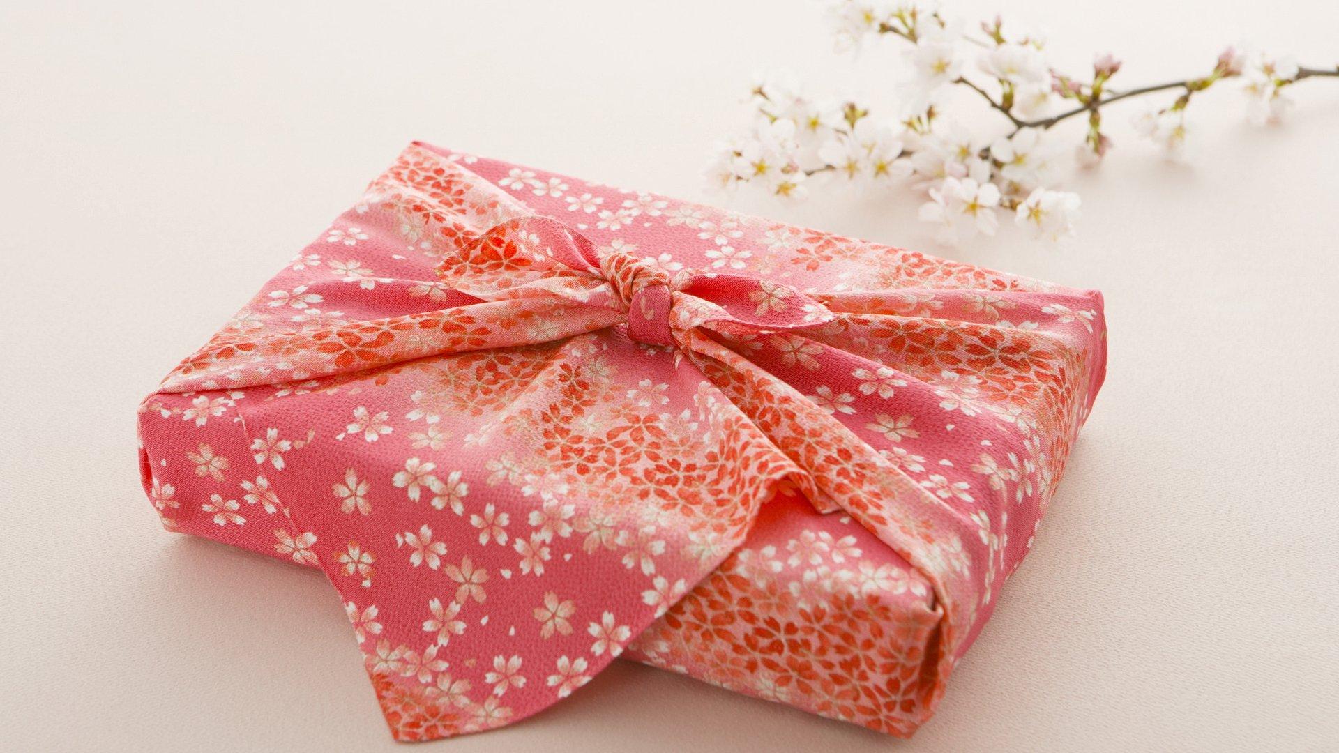 Ткань для упаковки подарка