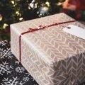 Обернуть подарок упаковочной бумагой
