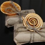 Упаковка подарка цедрой апельсина