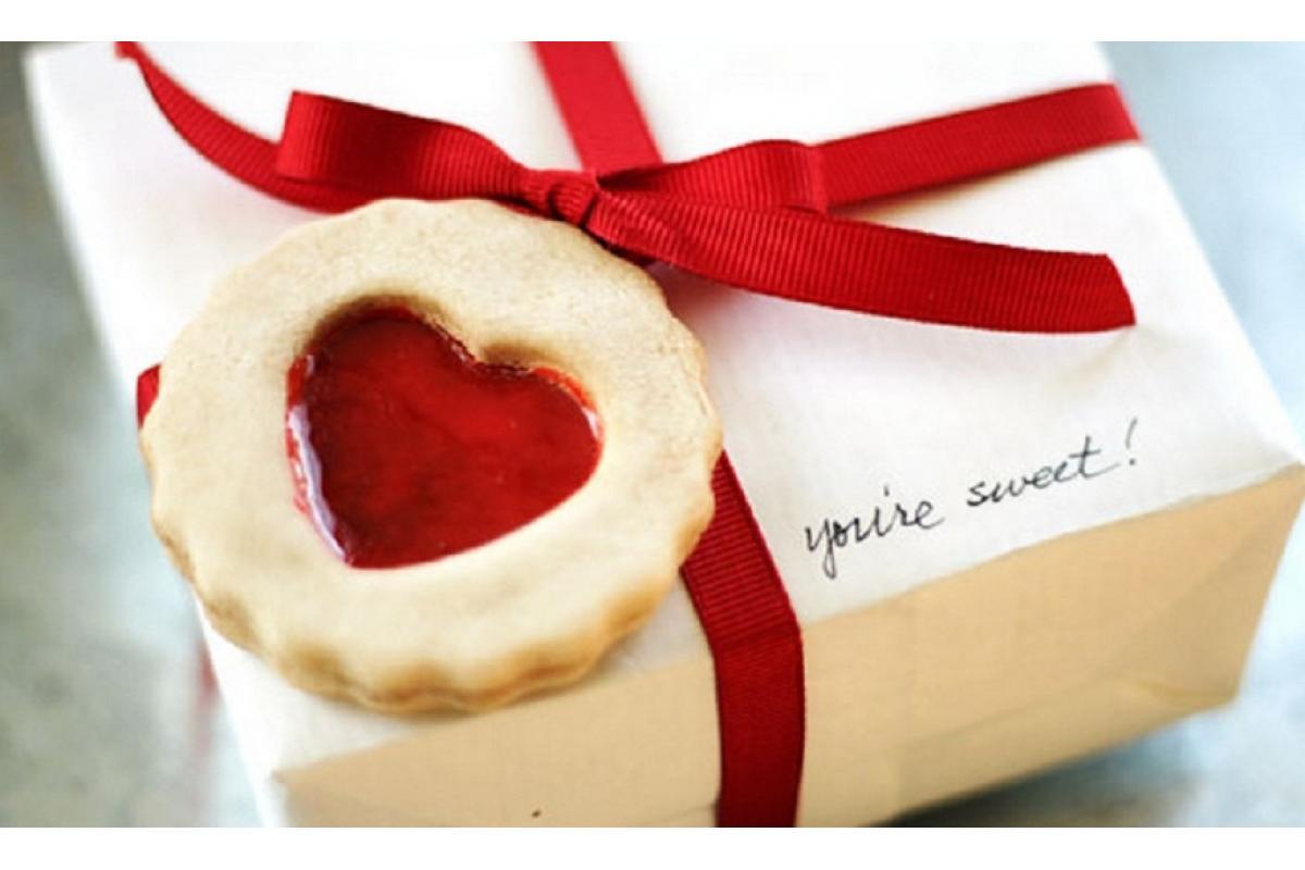 Упаковка подарка на День святого Валентина