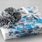 Упаковка подарка в новогоднюю бумагу