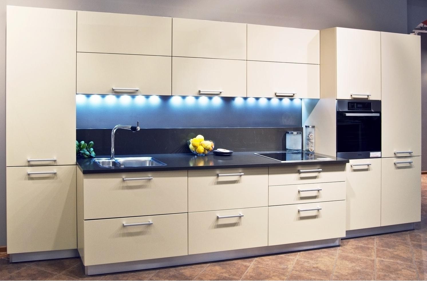 Кухни угловые с барной стойкой дизайн фото памятника дождя