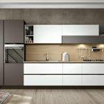 Белая кухня с серыми акцентами