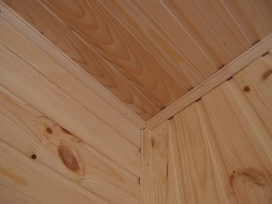 отделка углов деревянным плинтусом фото