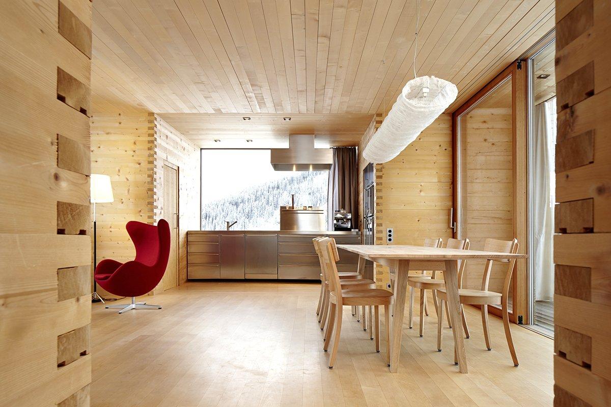 сочетании отделка стен деревянного дома внутри фото помещения осуществляется костра