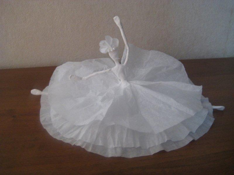 Балерина из салфеток и проволоки