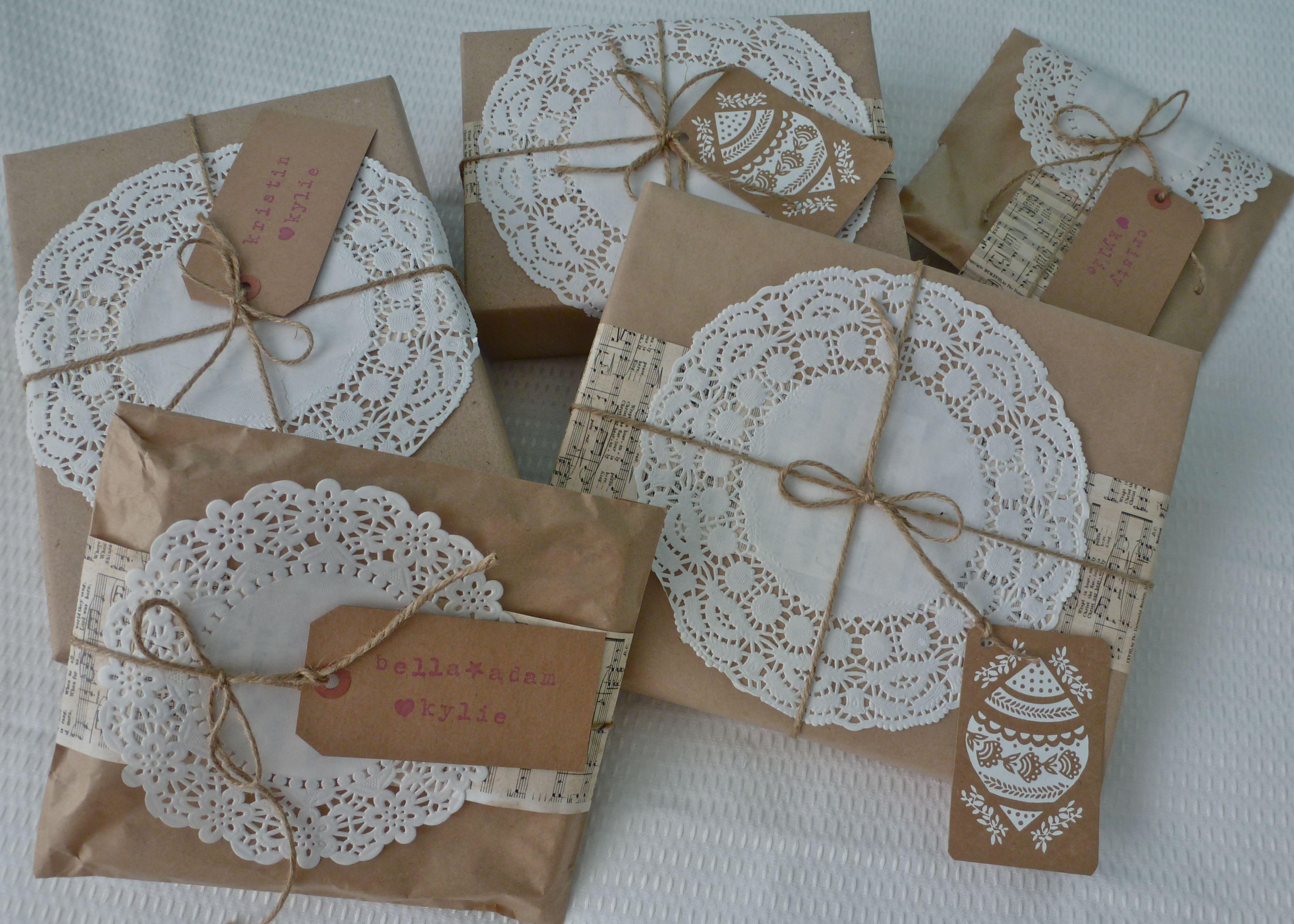 Оформление подарков салфетками