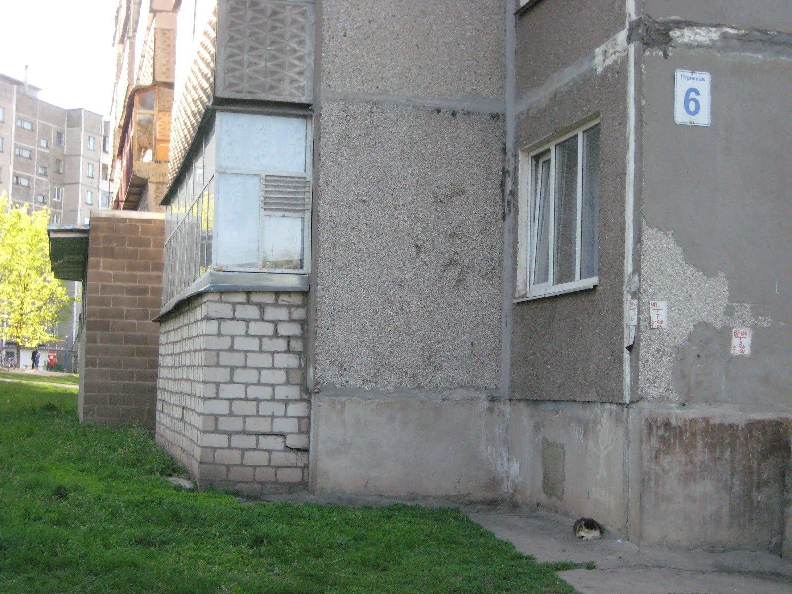 Погреб под балконом в квартире