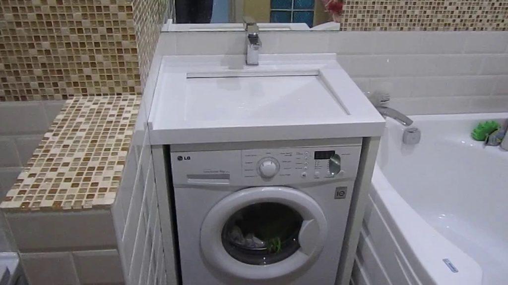 Интерьер с раковиной над стиральной машиной