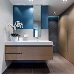 Бежевый шкаф в ванной