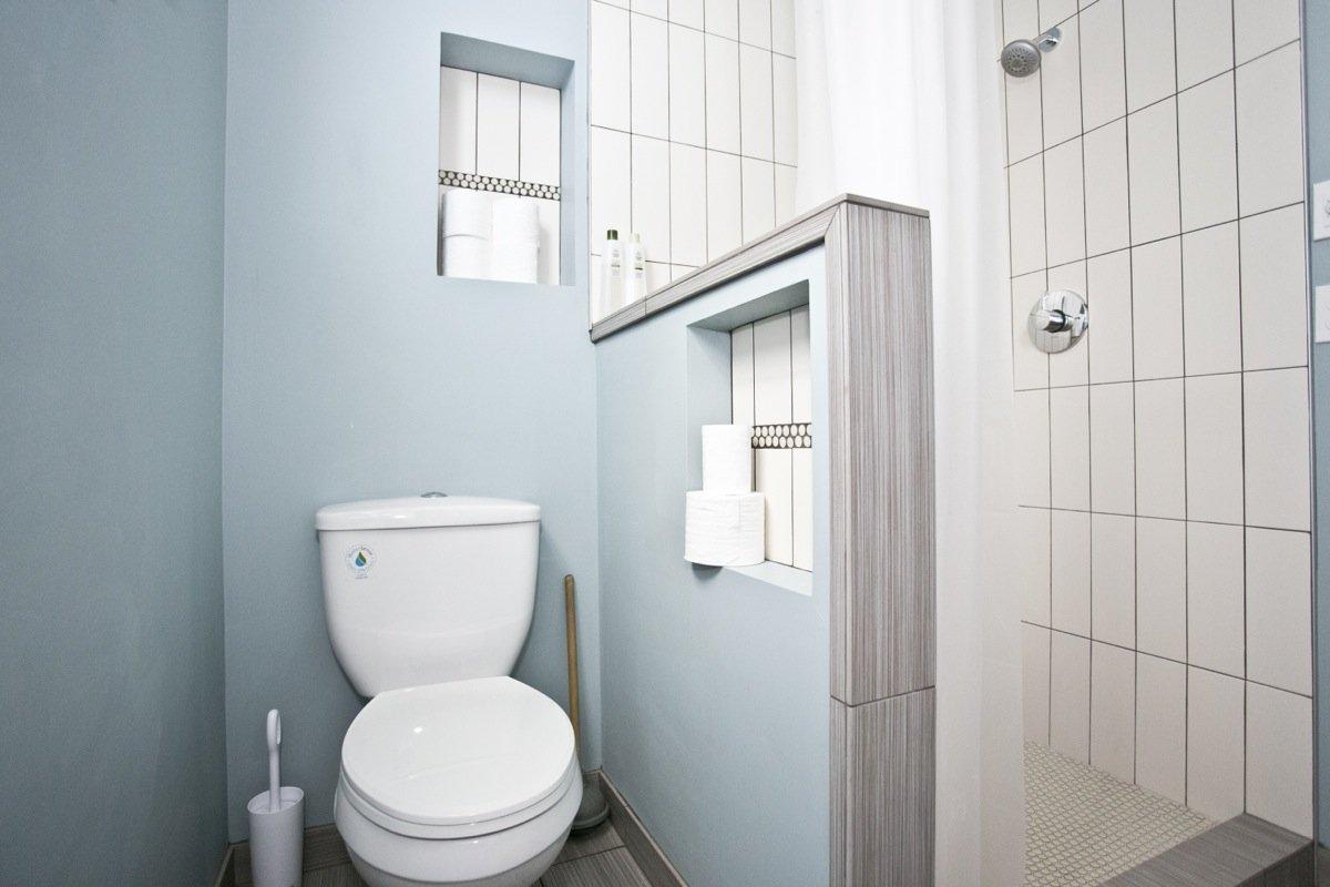 Туалетная комната в голубом цвете