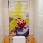 Жалюзи в туалете за унитазом